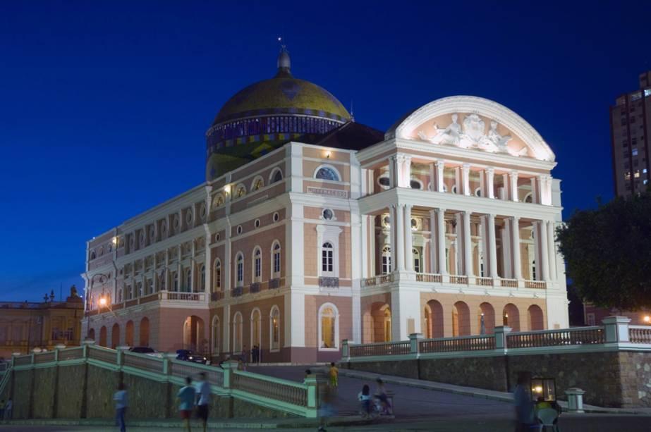 """Fachada de""""http://viajeaqui.abril.com.br/estabelecimentos/br-am-manaus-atracao-teatro-amazonas"""" rel =""""Teatro Amazonas"""" Meta =""""_vazio""""> Teatro Amazonas em Manaus (AM)"""" class=""""lazyload"""" data-pin-nopin=""""true""""/></div> <p class="""
