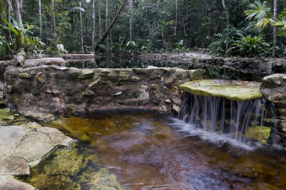 """Piscina natural""""http://viajeaqui.abril.com.br/estabelecimentos/br-am-manaus-hospedagem-amazon-ecopark-lodge"""" rel =""""Amazon Ecopark Lodge"""" Objetivo =""""_vazio""""> Amazon Ecopark Lodge, uma atração única entre os alojamentos na selva de Manaus (AM).  O hotel está localizado em Irarapé do Tarumã-Açu, às margens do rio Tarumã"""" class=""""lazyload"""" data-pin-nopin=""""true""""/></div> <p class="""