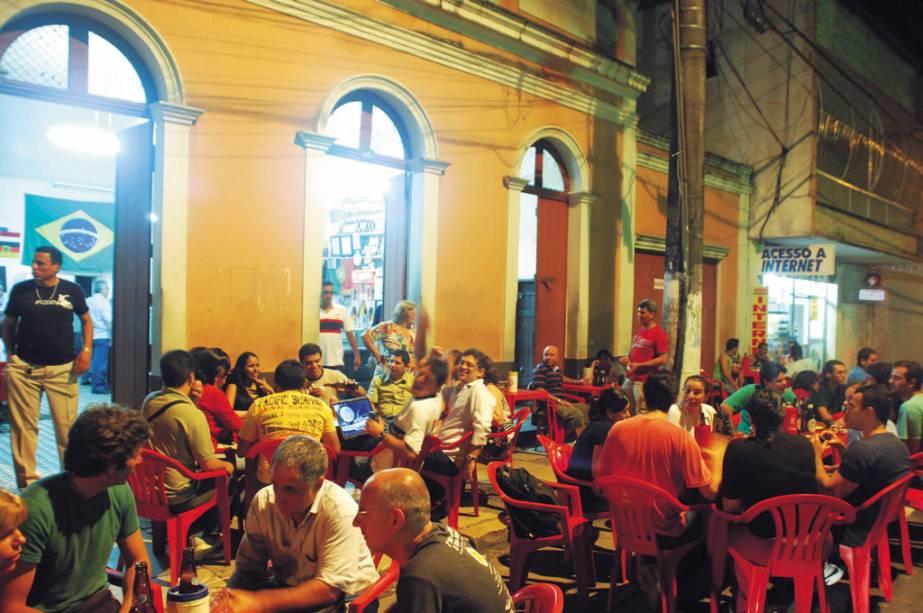 """OU""""http://viajeaqui.abril.com.br/estabelecimentos/br-am-manaus-restaurante-bar-do-armando"""" rel =""""Bar do armando"""" Objetivo =""""_vazio""""> Bar do Armando é segunda melhor comida de Manaus (AM)""""http://viajeaqui.abril.com.br/materias/guias-guia-brasil-2012"""" rel =""""GUIA DO BRASIL 2012"""" Objetivo =""""_vazio""""> GUIA BRASIL 2012 expõe o sanduíche de porco com limão"""" class=""""lazyload"""" data-pin-nopin=""""true""""/></div> <p class="""