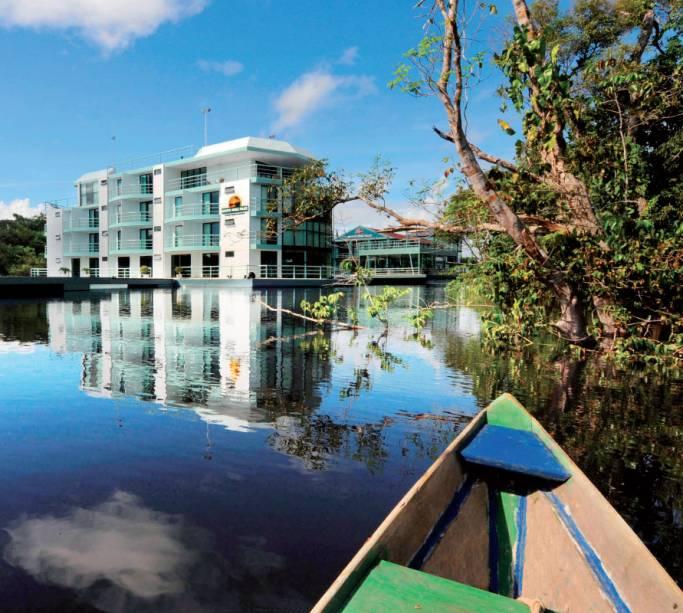 """OU""""http://viajeaqui.abril.com.br/estabelecimentos/br-am-manaus-hospedagem-amazon-jungle-palace-beira-rio"""" rel =""""Palácio da selva amazônica"""" Objetivo =""""_vazio""""> Amazon Jungle Palace é um hotel na categoria hospedagem selva: os dois prédios flutuam no Rio Negro em Manaus (AM)."""" class=""""lazyload"""" data-pin-nopin=""""true""""/></div> <p class="""