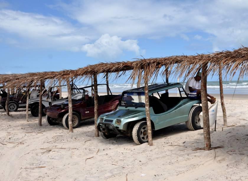 O passeio de bugue mais longo é pelas dunas e leva até a praia da Costa Azul