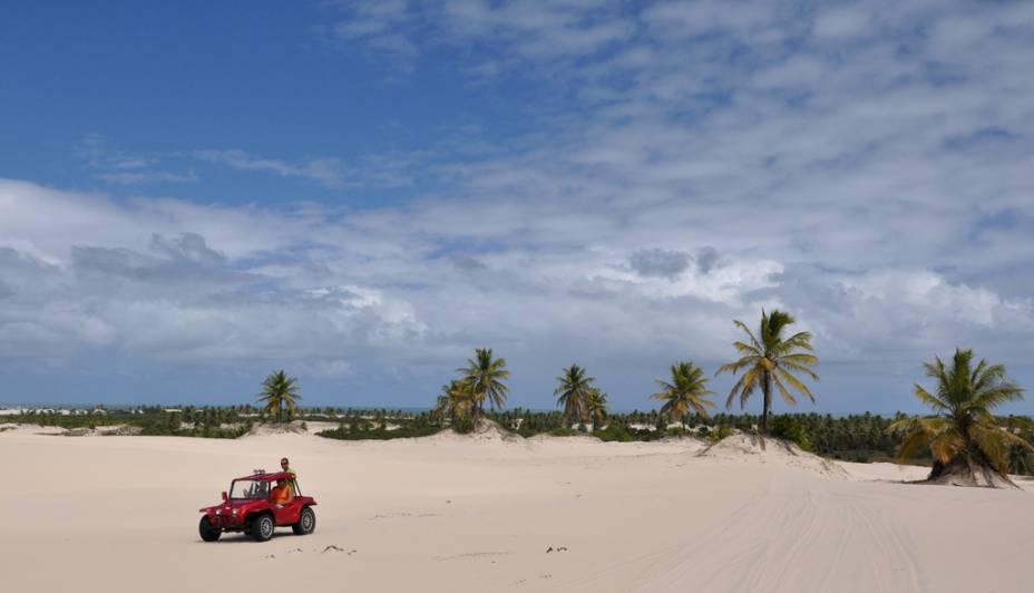 Existem dois tipos de passeios de carruagem.  O mais rápido é o trajeto entre a vila e a praia de Mangue Seco, que atravessa vales e dunas.