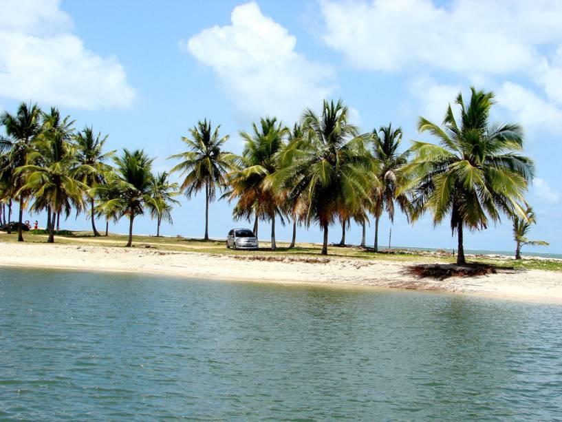 """Cercada por dunas e coqueiros, a pequena vila de Mangue Seco entre a Bahia e Sergipe ganhou fama como teatro de novela """"tia"""""""