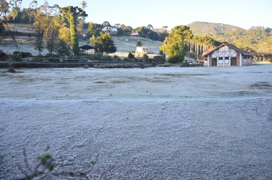 Em alguns dias de inverno, Monte Verde sobe com uma fina camada de gelo
