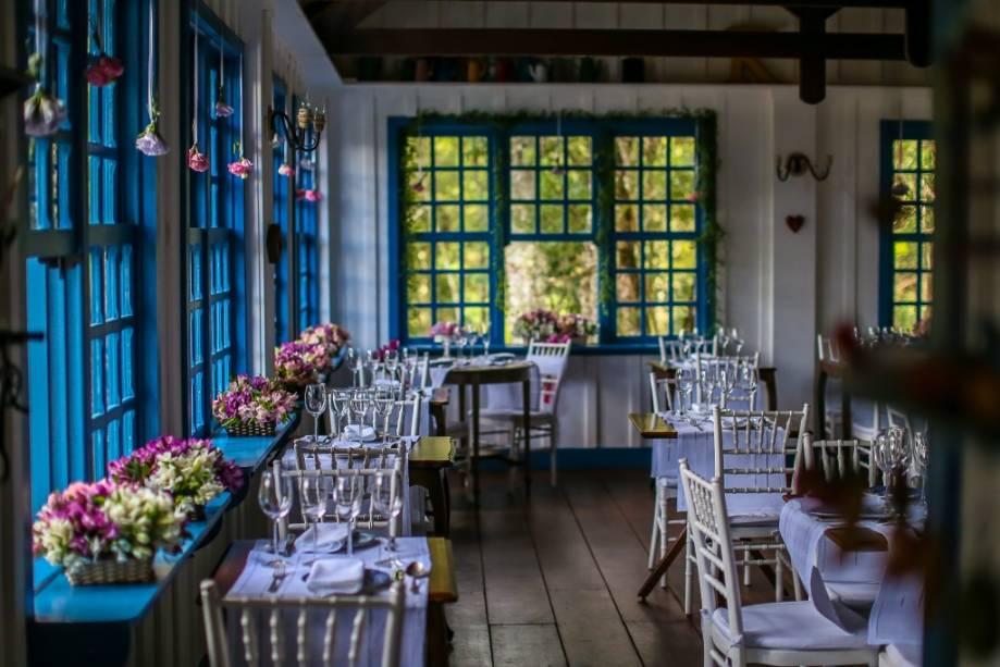 O salão romântico do Provence Cottage & Bistro.  Se não ficar, também pode reservar o menu Ari Kespers com degustação do chef