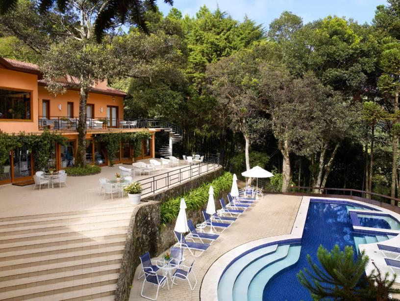 Piscina do hotel Kuriuwa.  As atividades recreativas também incluem um clube de saúde e bem-estar, sauna e academia