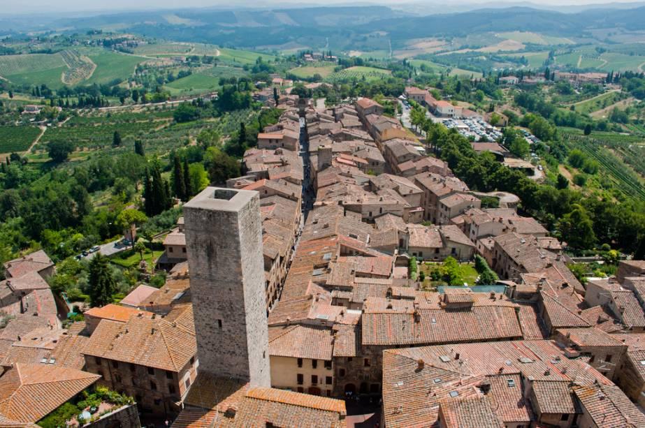 O pequeno e charmoso San Gimignano é um pequeno tesouro arquitetônico medieval e está perto de Siena