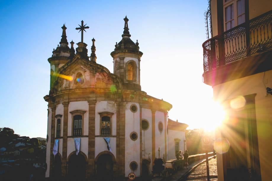 """A fachada arredondada da igreja""""http://viajeaqui.abril.com.br/estabelecimentos/br-mg-ouro-preto-atracao-igreja-ns-do-rosario-dos-pretos"""" rel =""""Nossa Senhora do Rosário Negro"""" Objetivo =""""_vazio""""><noscript><img data- src="""