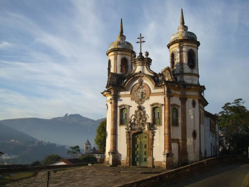 """UMA""""http://viajeaqui.abril.com.br/estabelecimentos/br-mg-ouro-preto-atracao-igreja-sao-francisco-de-assis"""" rel =""""Igreja de São Francisco de Assis"""" Objetivo =""""_vazio""""><noscript><img data- src="""