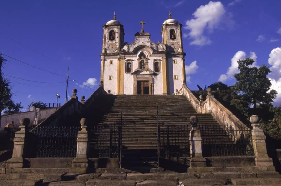 """Fachada de""""http://viajeaqui.abril.com.br/estabelecimentos/br-mg-ouro-preto-atracao-igreja-santa-efigenia-ns-do-rosario-do-alto-da-cruz"""" rel =""""Igreja de Santa Efigênia"""" Objetivo =""""_vazio""""><noscript><img data- src="""