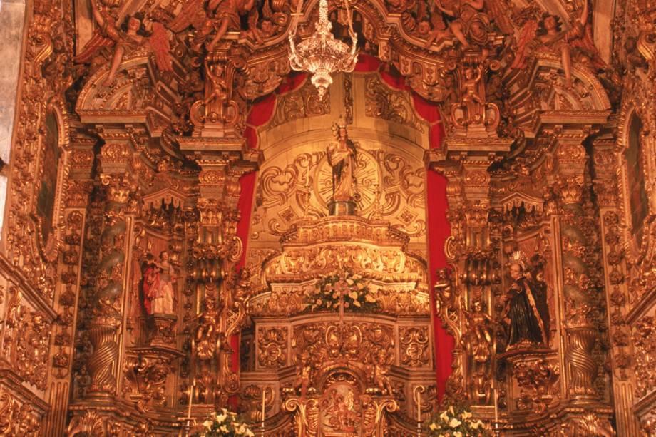 """Altar de""""http://viajeaqui.abril.com.br/estabelecimentos/br-mg-ouro-preto-atracao-igreja-matriz-de-ns-do-pilar"""" rel =""""Igreja de Nossa Senhora do Pilar"""" Objetivo =""""_vazio""""><noscript><img data- src="""