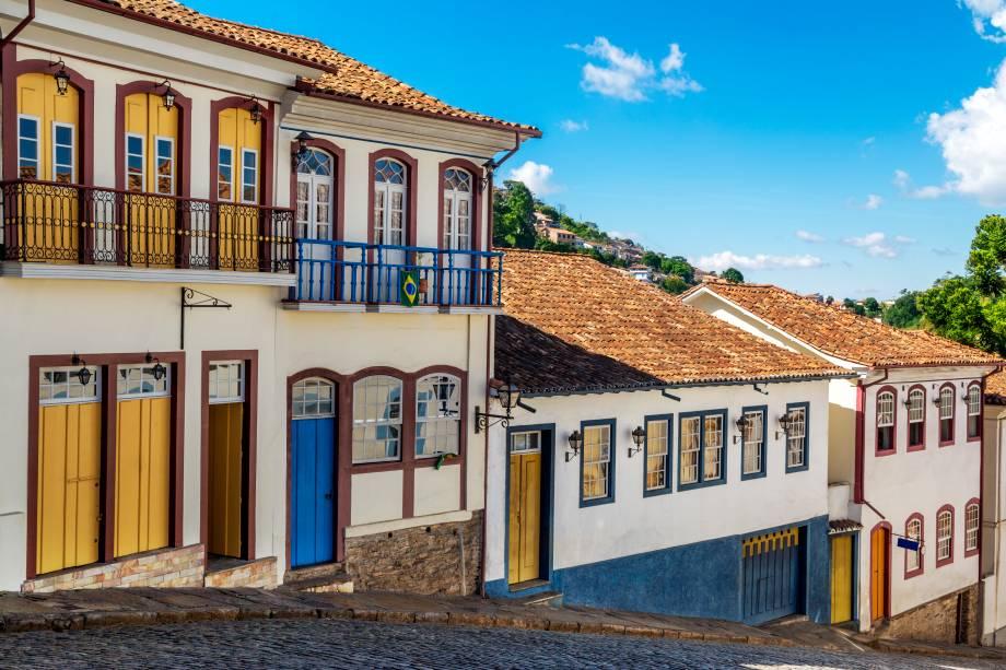 Ouro Preto, que tanto atrai pela sua história, também mostra sua vocação artística nas diversas lojas de artesanato, nas lojas de pedras preciosas e nas feiras de artesanato espalhadas pelo centro histórico.