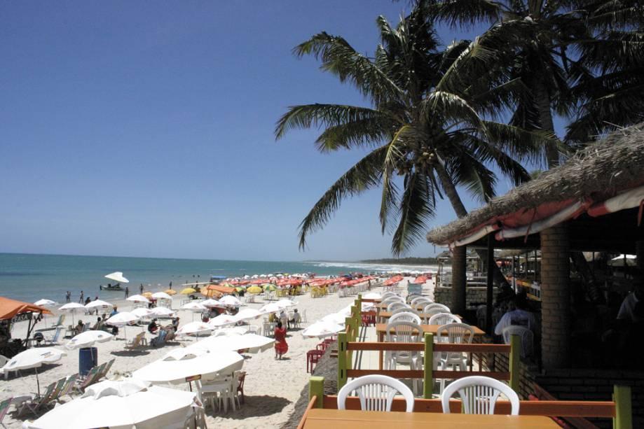 Bares e lojas são os responsáveis pela concentração de turistas no entorno da Praia do Francês, a apenas 33 km de Maceió