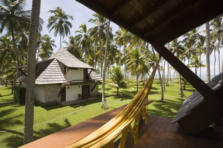 As áreas de relaxamento e massagem dos bangalôs do hotel Pontal dos Carneiros oferecem vista para a paradisíaca Praia dos Carneiros