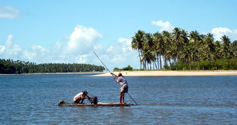 Pescadores em Tamandaré, município do litoral sul de Pernambuco
