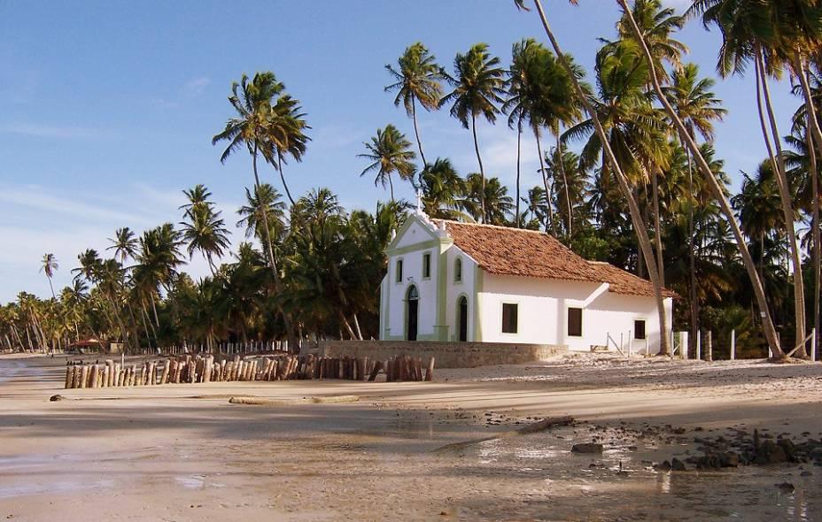 Um dos marcos de Tamandaré em Pernambuco é a pequena capela na praia