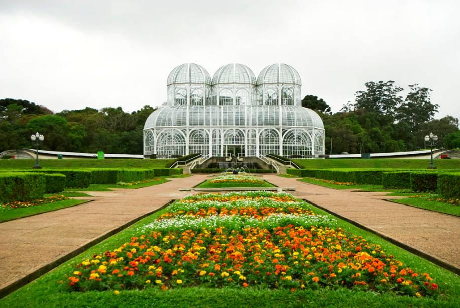 O Jardim Botânico é o parque mais bonito de Curitiba, conhecido por sua grande estufa transparente, inspirada em um Palácio de Cristal de Londres.