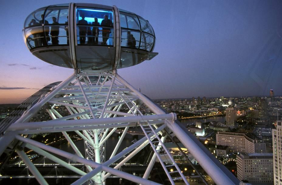 Vistas panorâmicas da cidade podem ser admiradas das cabines da London Eye, a famosa roda-gigante de Londres
