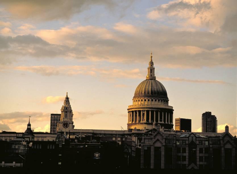 A Catedral de São Paulo é a maior igreja de Londres e foi o local do casamento memorável de Diana e Charles