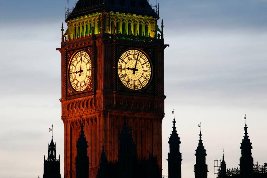Detalhe da torre do sino do Parlamento Inglês