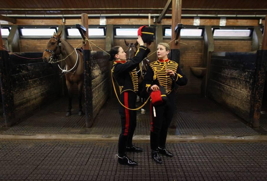 O Reino Unido tem uma longa tradição militar.  Desfiles regimentais, troca de guarda e cerimônias de cavalaria fazem parte do cotidiano do país e podem ser vistos com bastante frequência em Londres.