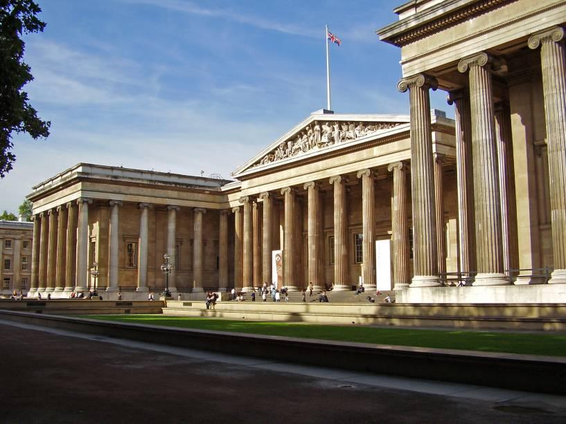 O Museu Britânico tem uma grande coleção de artefatos e artefatos arqueológicos e históricos