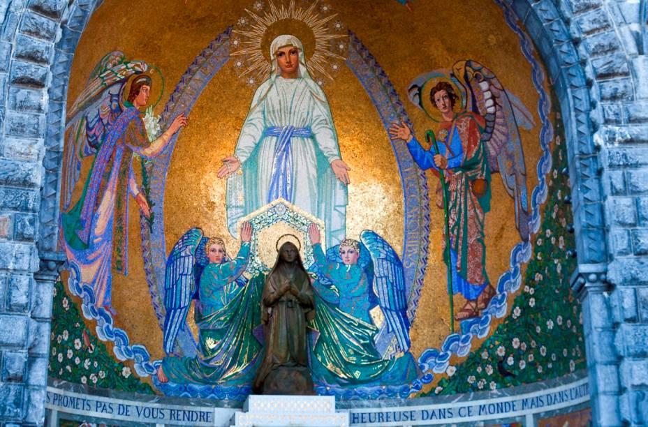 Detalhe de um dos muitos altares exteriores encontrados no Santuário de Nossa Senhora em Lourdes