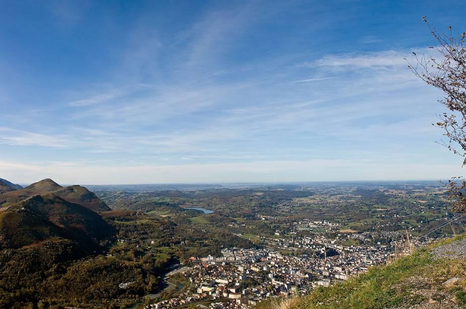 A cidade de Lourdes, que alberga o mais importante santuário católico da França, é atravessada pela Gave