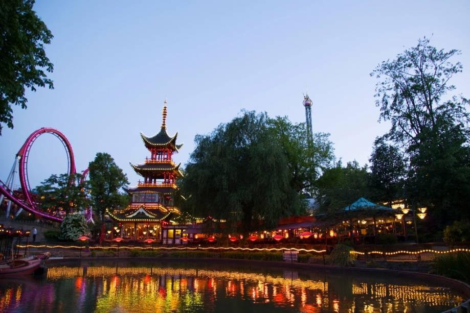 O parque Tivoli em Copenhague é um oásis de imaginação e imaginação para os dinamarqueses