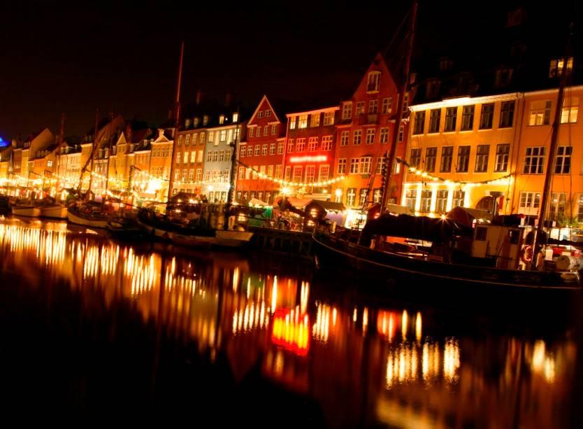 Old Nyhavn Wharf a Copenhague agora reúne historicamente bares e lojas charmosas sob suas casas