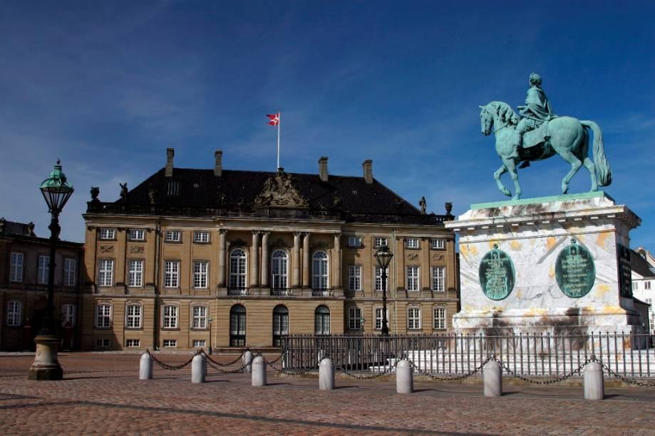 O Palácio de Amalienborg em Copenhague é uma das sedes da família real dinamarquesa