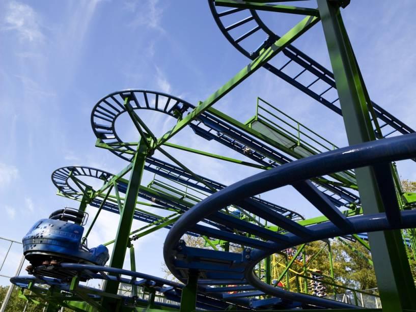 O parque Tivoli de Copenhague é um dos mais famosos da Dinamarca, com atrações como a montanha-russa Tyfonen