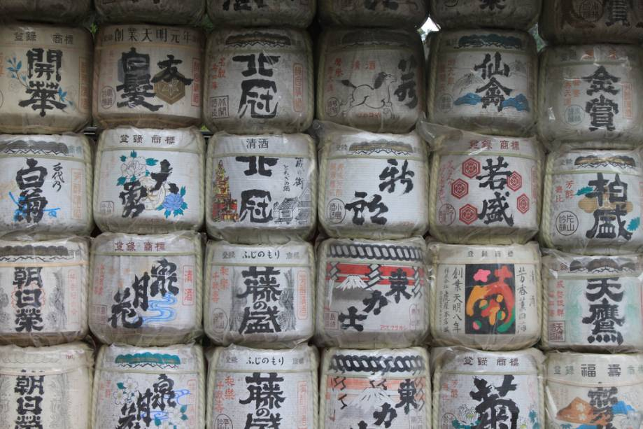 Barris de saquê como oferenda no santuário Toshogu de Nikko
