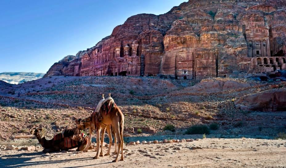 Os mercadores nabateus cavaram templos, destroços e tumbas na rocha e formaram uma verdadeira cidade rochosa.