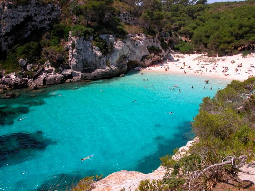 Menorca é a mais calma e a mais verde das Ilhas Baleares.  Muito menos agitado do que as vizinhas Maiorca e Ibiza, aqui os banhistas que não querem divertir-se podem divertir-se em pequenas praias como a Macarelleta.