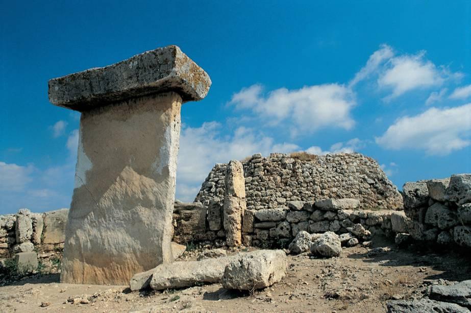 Sítio arqueológico de Talayot de Trepucó, conhecido como Taula, na ilha de Menorca