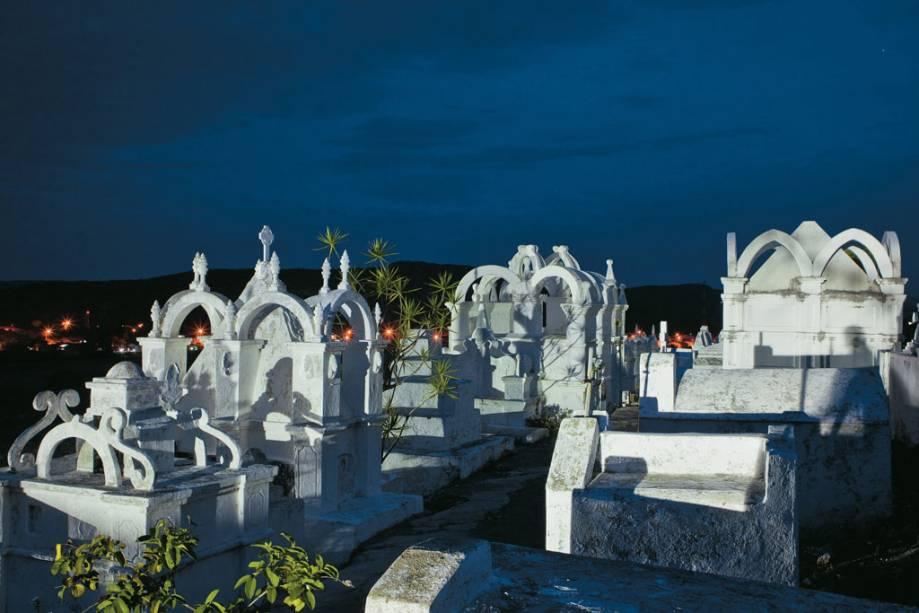 Lápides do cemitério bizantino de Mucugê, construído no início do século XIX
