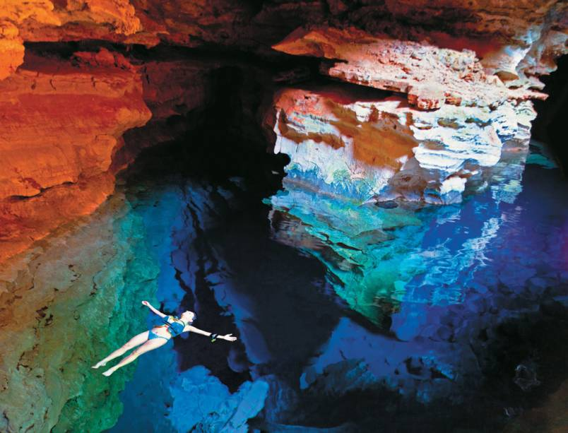 Montanhas, cabos, rios e cachoeiras se sucedem em paisagens únicas conectadas por caminhos abertos na época das minas