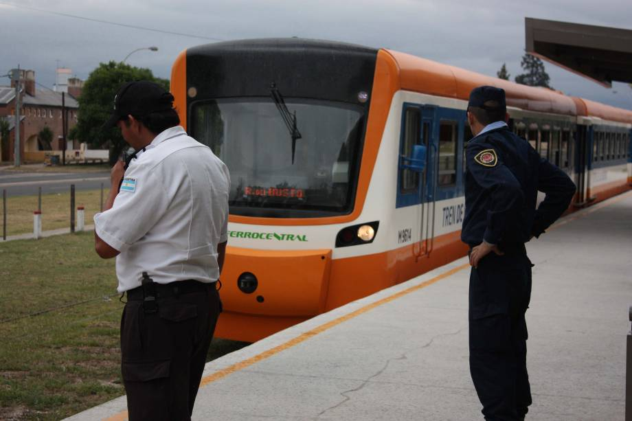 O moderno Tren de Las Sierras está localizado a 147 quilômetros da região montanhosa entre Córdoba e Cruz del Eje.  A viagem dura mais de duas horas