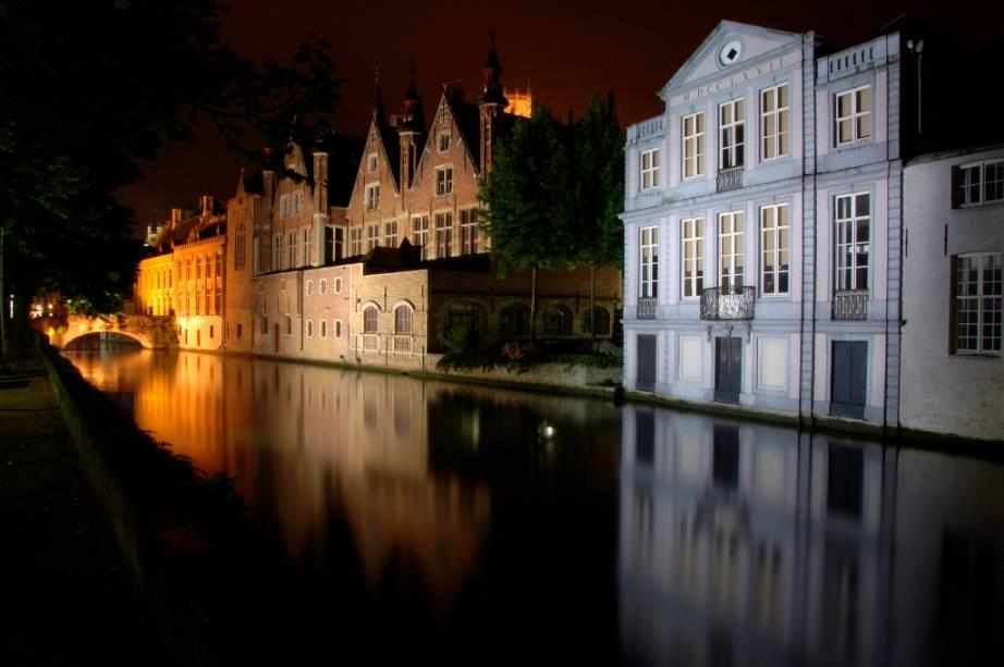 Como seus vizinhos holandeses, os belgas de Bruges projetaram sua cidade em inúmeros canais