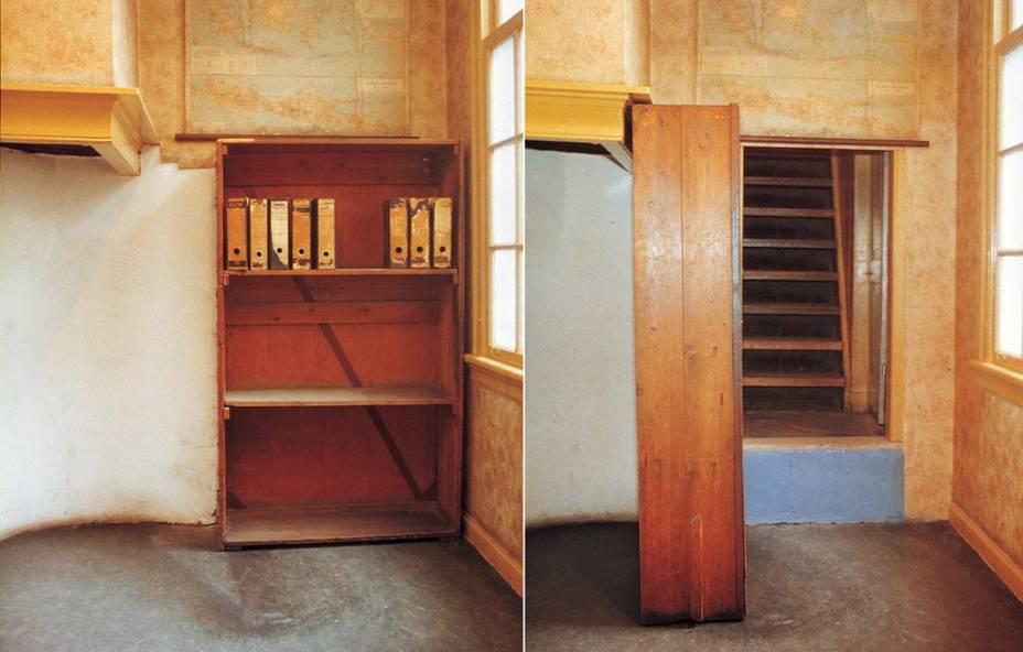 """UMA""""http://viajeaqui.abril.com.br/estabelecimentos/holanda-amsterda-atracao-casa-de-anne-frank"""" rel =""""Casa onde mora a família judia de Anne Frank"""" Objetivo =""""_vazio""""> A casa onde a família judia de Anne Frank se escondeu dos invasores nazistas entre 1942 e 1944 é agora um museu em Amsterdã"""" class=""""lazyload"""" data-pin-nopin=""""true""""/></div> <p class="""