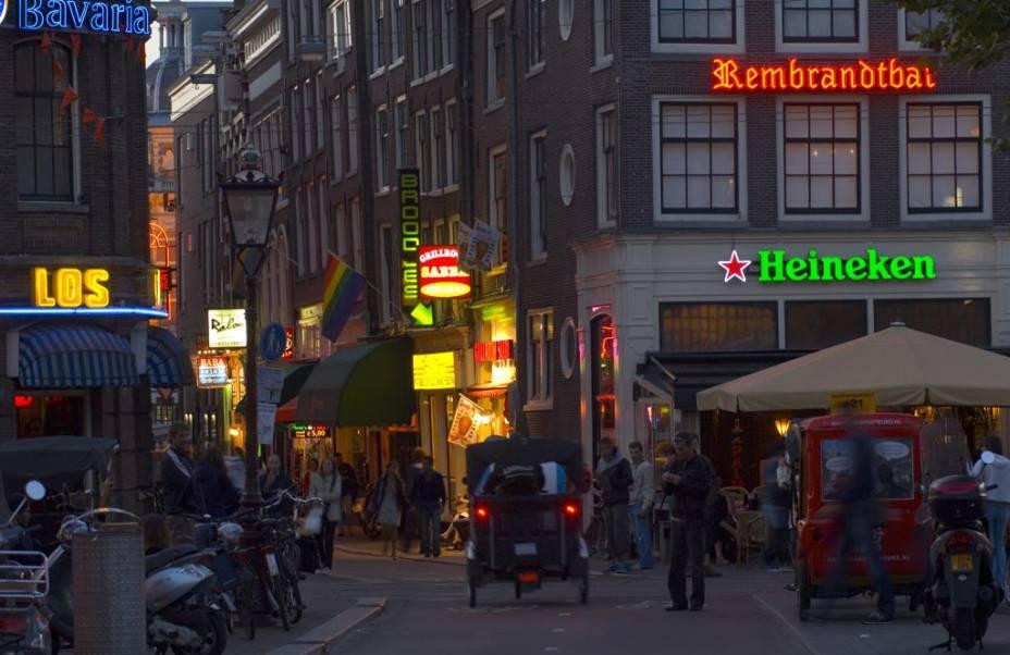 A Rembrandtplein é ideal para degustar uma cerveja holandesa