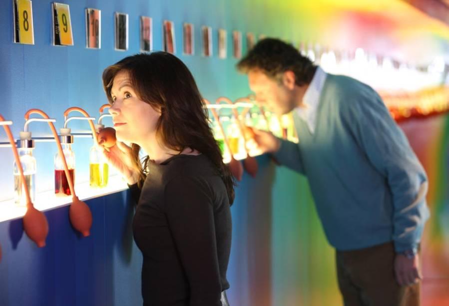 """PARA""""http://viajeaqui.abril.com.br/estabelecimentos/holanda-amsterda-atracao-casa-bols"""" rel =""""House Bols"""" Objetivo =""""_vazio""""> Bols House, o visitante aprende sobre licores e coquetéis, testa os sentidos e no final da visita experimenta um coquetel preparado para ele"""" class=""""lazyload"""" data-pin-nopin=""""true""""/></div> <p class="""