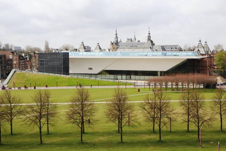 """Panorama mostra o resultado da recente grande reforma do""""http://viajeaqui.abril.com.br/estabelecimentos/holanda-amsterda-atracao-museu-stedelijk"""" rel =""""Museu Urbano"""" Objetivo =""""_vazio""""> Museu Urbano"""" class=""""lazyload"""" data-pin-nopin=""""true""""/></div> <p class="""