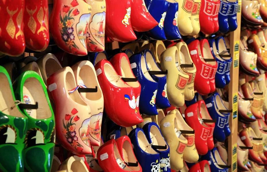 Sapatos de madeira, souvenir holandês típico