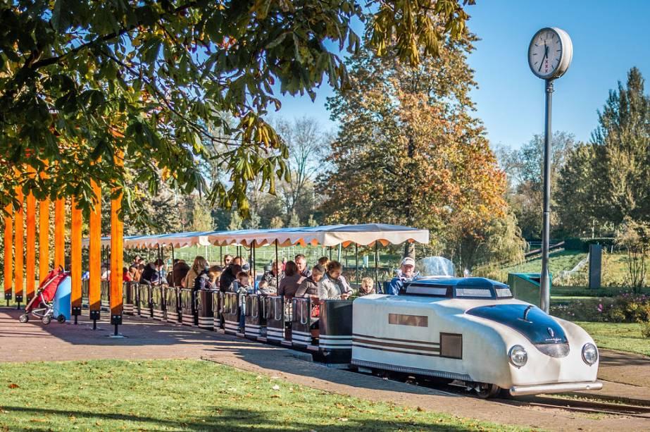 Trenzinho no Amstelpark em Amsterdã: o playground é ideal para crianças