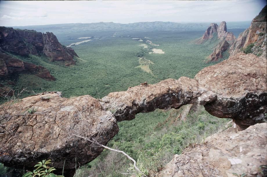 Os mirantes do Parque Nacional da Chapada dos Guimarães oferecem vistas deslumbrantes da planície pantaneira