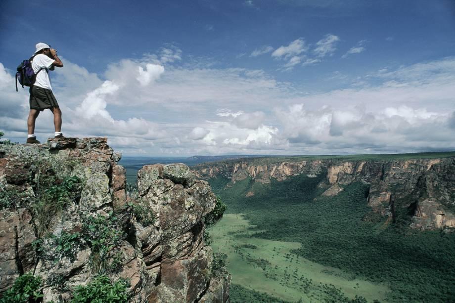 O Parque Nacional da Chapada dos Guimarães é a principal atração da cidade com suas cachoeiras, grutas e desfiladeiros