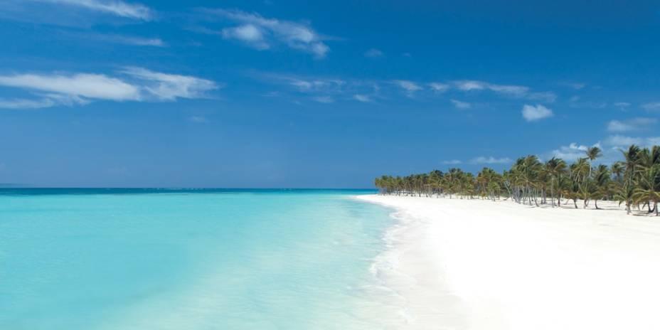 Quilômetros de areia branca, água cristalina, fileiras de coqueiros e sol o ano todo fazem de Punta Cana um destino de sonho
