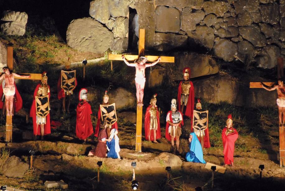 Encenação da Paixão de Cristo, da qual participam mais de 100 atores durante a Semana Santa